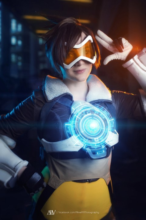 tracer_cosplay_from_overwatch_by_justicarsirena-d9i0drq (Small)